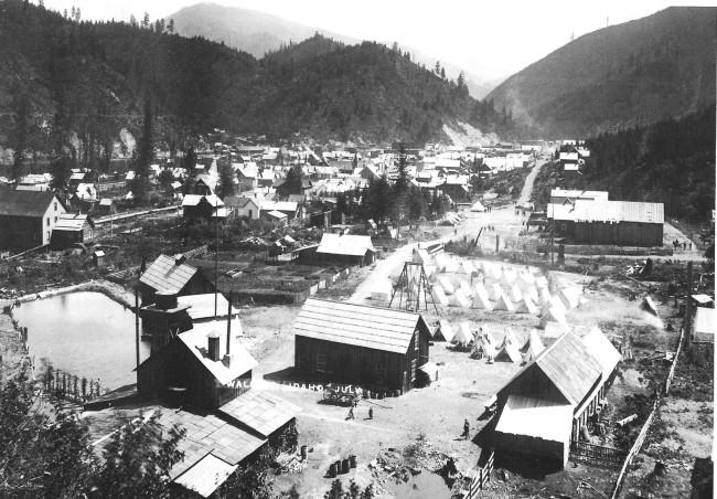 Federal troop encampment in Wallace, Idaho in 1892.