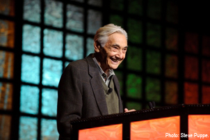 Howard Zinn at the 2008 NCSS Conference | Zinn Education Project: Teaching People's History