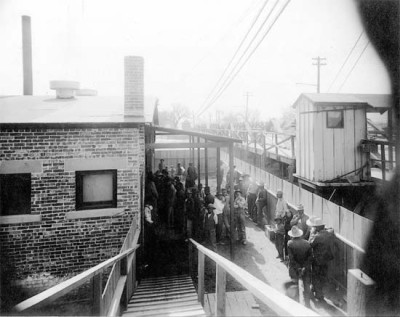 Mexicans wait to be bathed and deloused at the Santa Fe Bridge quarantine plant, 1917. Photo: National Archives.