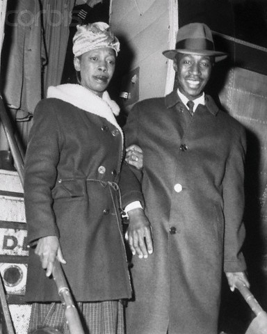Clyde Kennard with his sister, arriving in Chicago after release from jail.