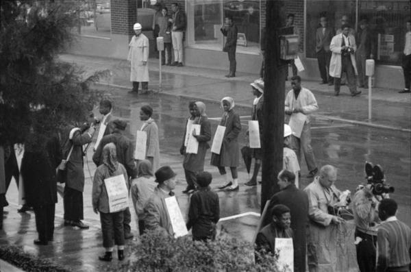 Demonstrators in the rain on Jan. 22, 1964 in Hattiesburg.