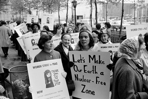 Coretta Scott King (R) with Women Strike for Peace founder Dagmar Wilson, 1963 | Zinn Education Project