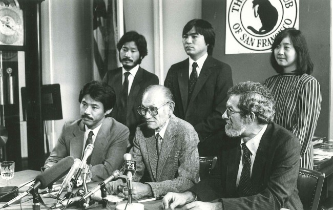1983 press conference on his internment case. Seated are (l to r) Dale Minami, Fred Korematsu and Peter Irons. Standing are Donald Tamaki, Dennis Hayashi and Lorraine Bannai.Credit: Chris Huie
