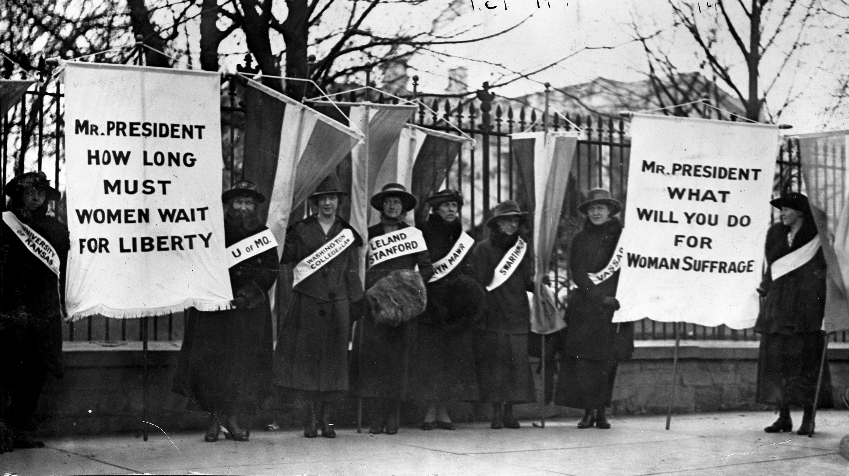 Suffragists picketing at the White House, February 1917. Image: Library of Congress.