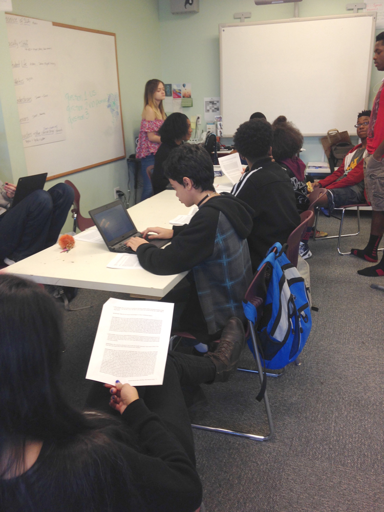 Pearl Jonas' students discussing the lesson | Zinn Education Project: Teaching People's History