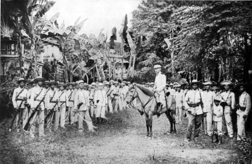Aguinaldo and army 1900