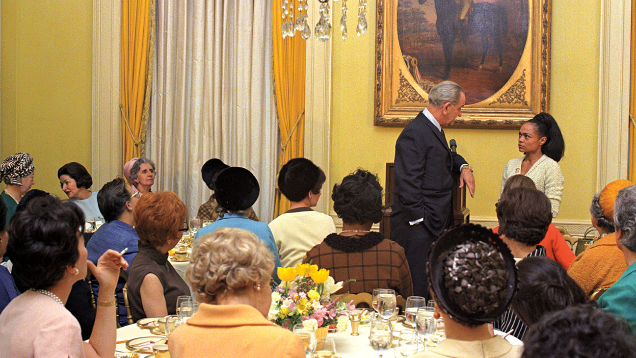 Eartha Kitt at White House (photo) | Zinn Education Project